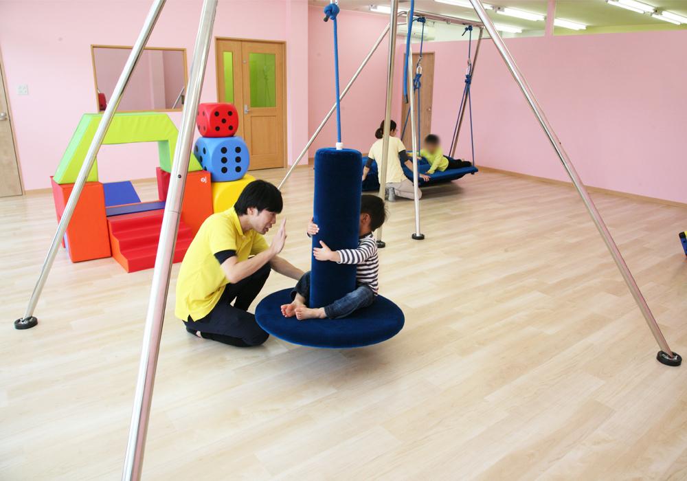 グローバルキッズパークでは、【感覚統合療法】に基づいた療育を導入しています。・画像